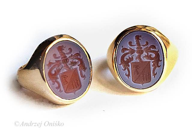 Signet rings coats of arm with family crest